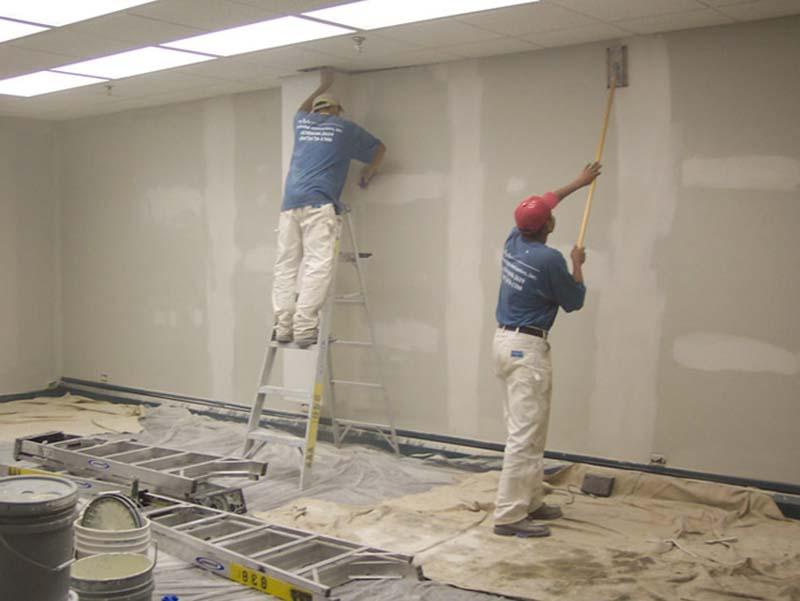 Sơn lót khi sơn tường nhà cũ